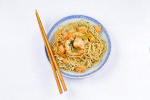 spaghettis aux crevettes, au saumon et à l'ail